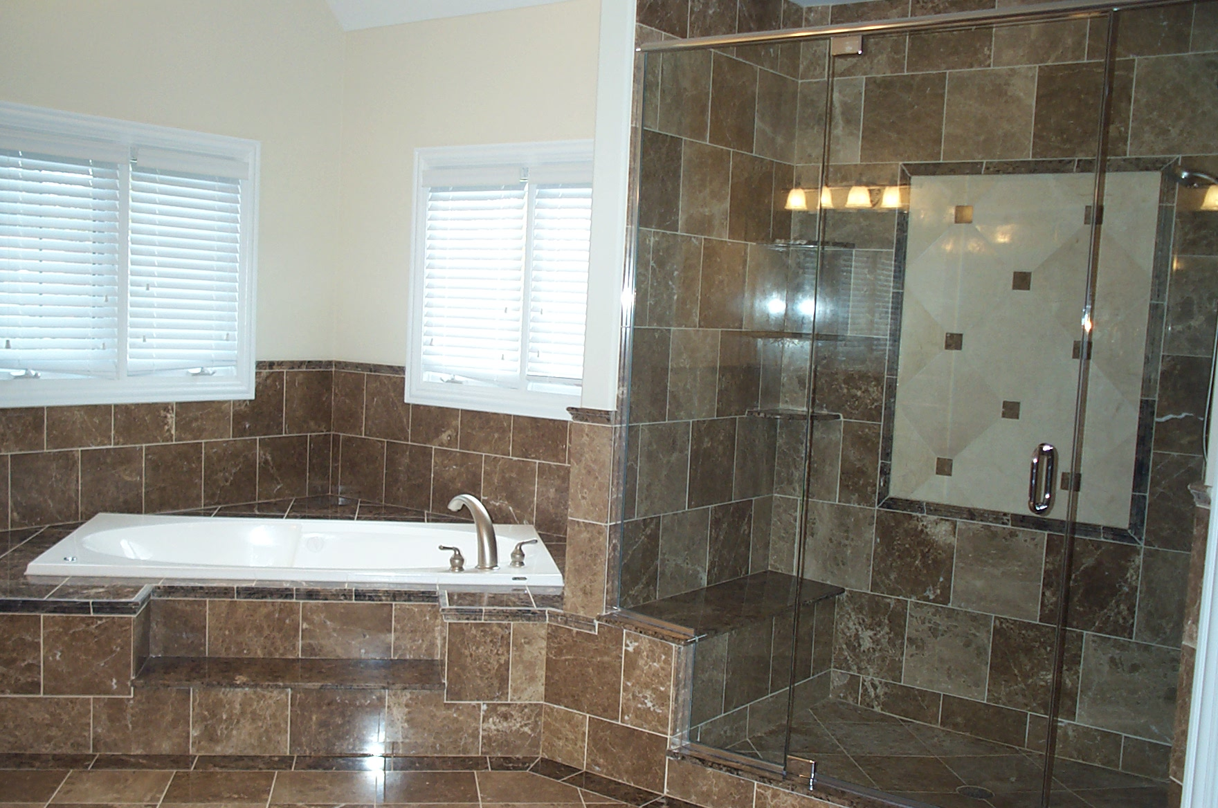 Chicago il bathroom kitchen remodeling hardwood floors for Bathroom remodel pics